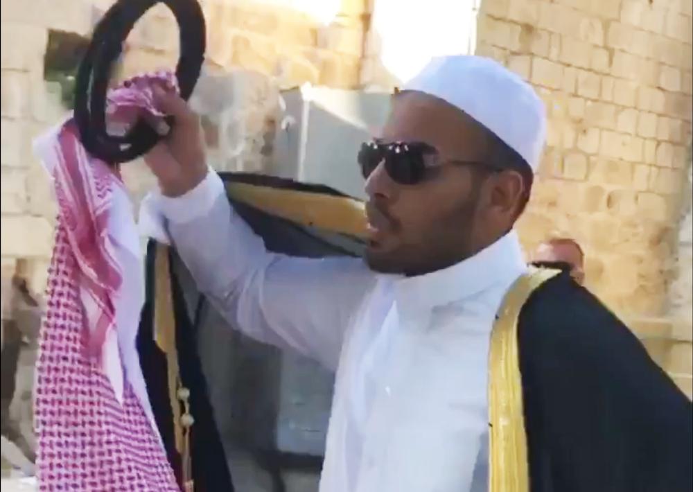 spotyka się z saudyjczykiem